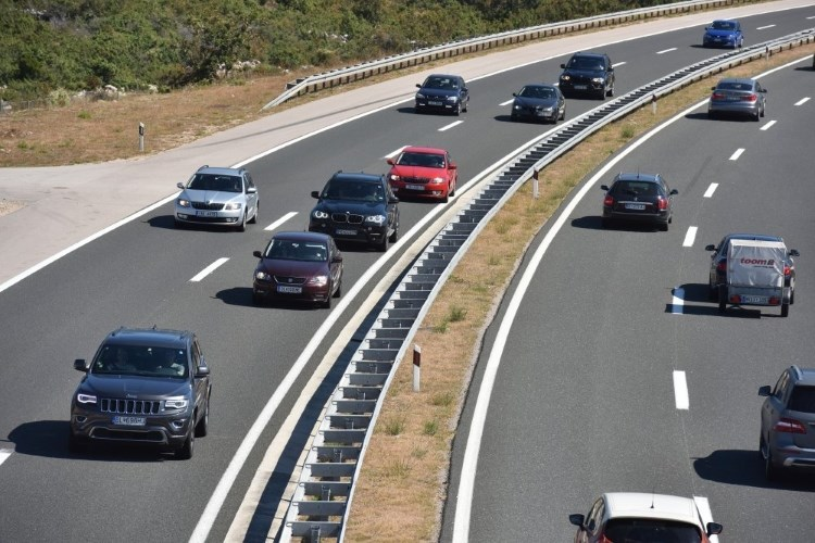Po autocesti A3 stranci divljali 200 km/h