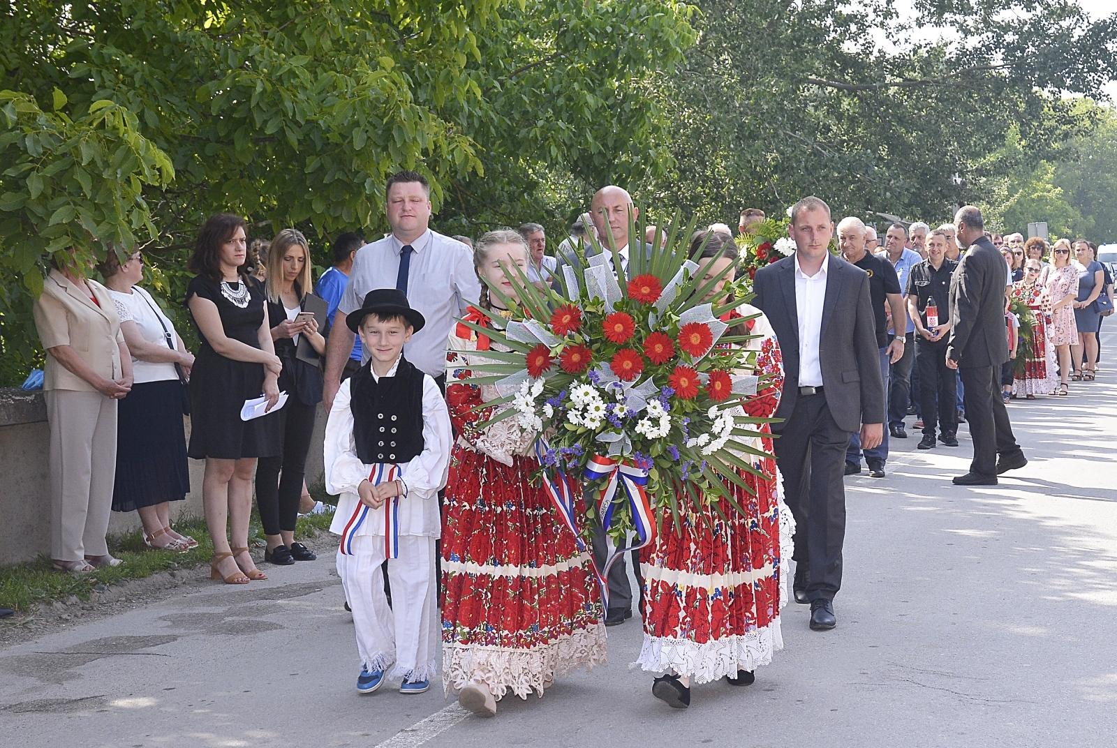 Dan Sisačko-moslavačke županije – brojna izaslanstva položila vijence kod spomenika braće Radić