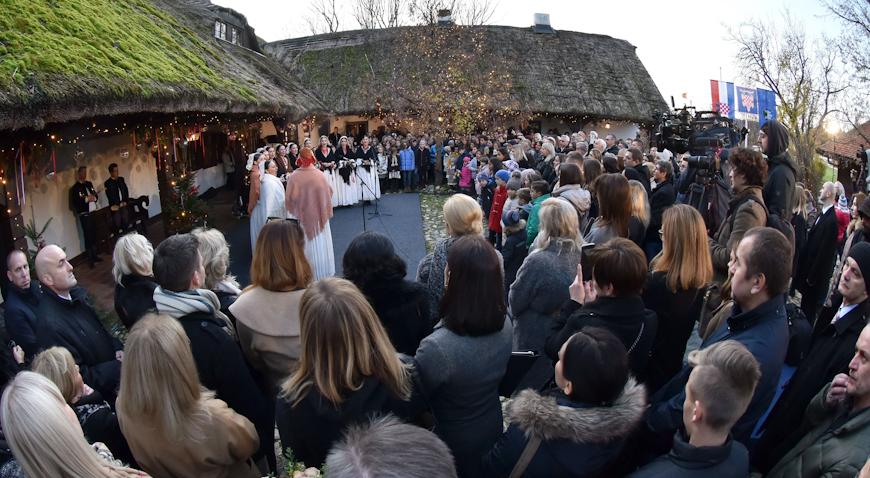 VIDEO: U sklopu Adventa u Zagrebu otvoren Advent na Prekrižju