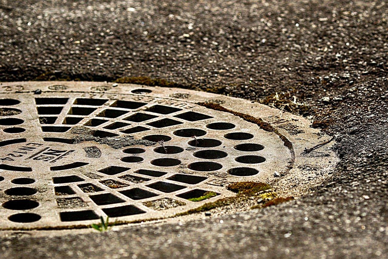 Ukrao šest kanalizacijskih poklopaca vrijednih gotovo 10 tisuća kuna