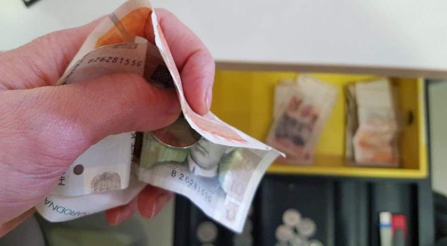 Iz trgovine u Kutini ukrao novac