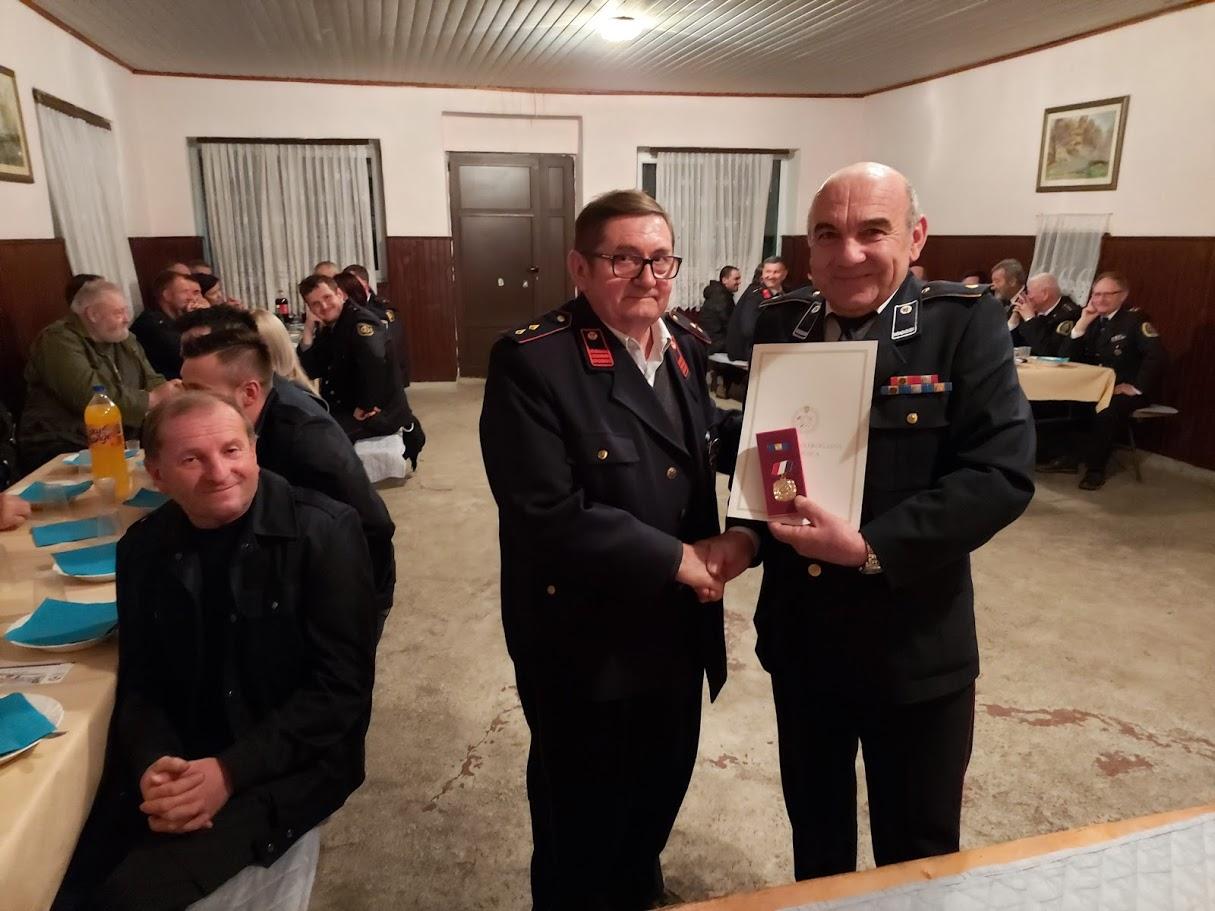 Ivanu Kovačiću uručena zlatna vatrogasna medalja za polustoljetni angažman u DVD-u Moslavačka Slatina
