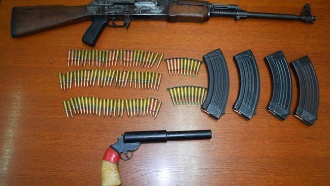 Mladić iz Siska u kući skrivao nezakonito oružje