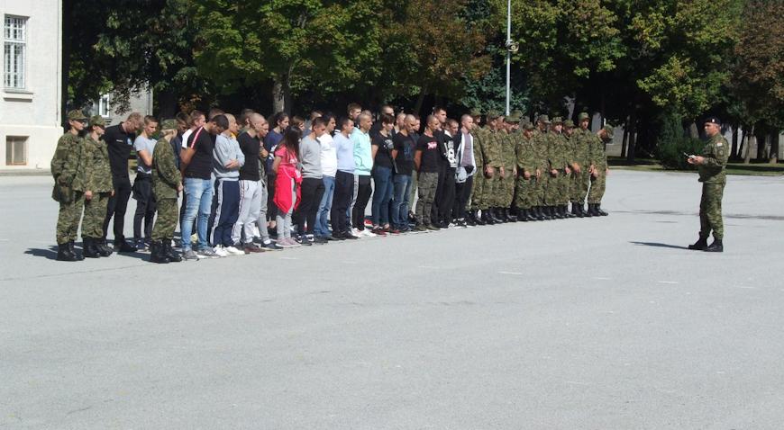 U ovoj se godini planira prijem 915 novih djelatnika u vojsku